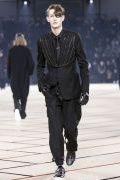 Photo 15 from album Fall-Winter 2017-2018 Menswear collection by Belgian designer Kris Van Assche for Dior during the Paris Fashion Week